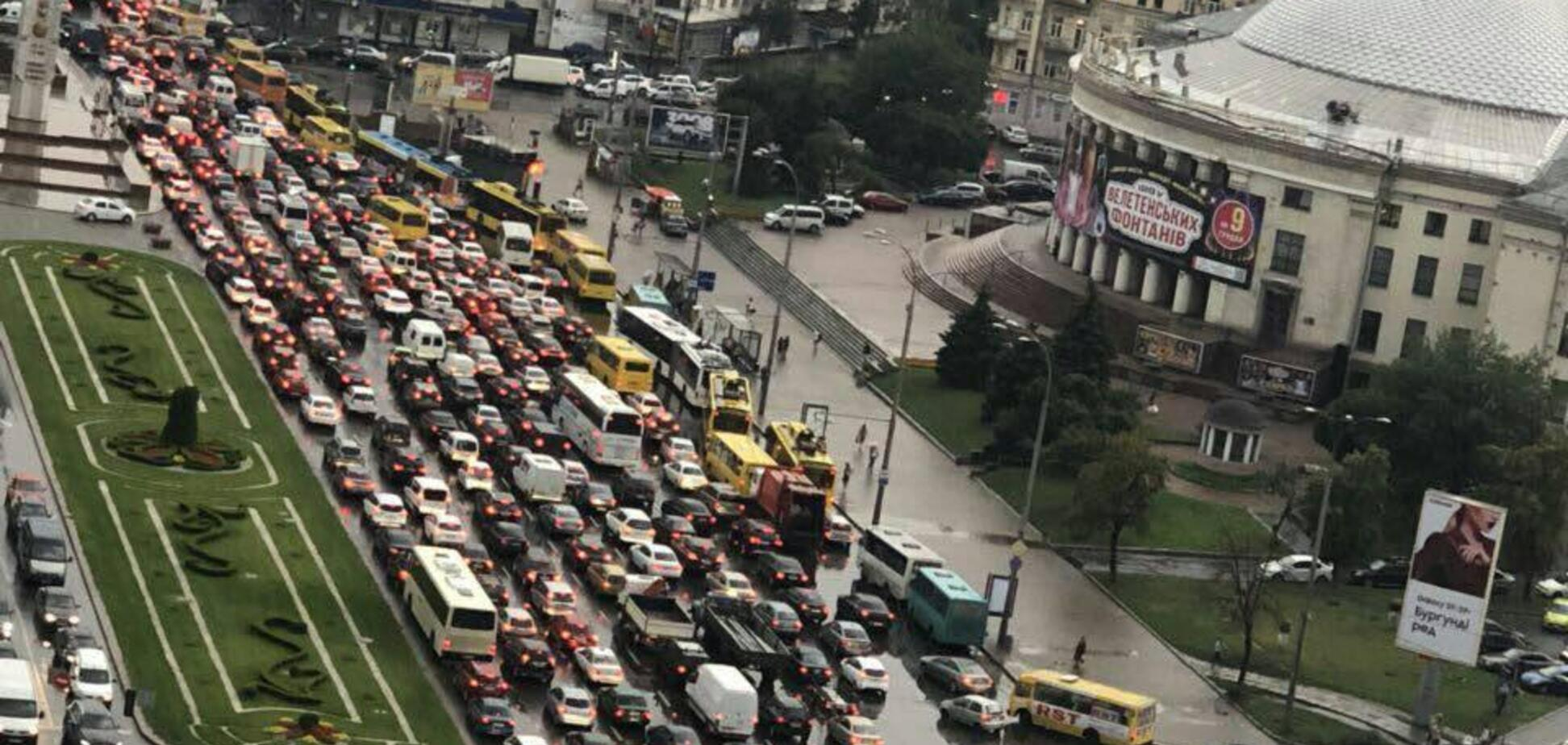 Столицу затопило: Киев парализовали гигантские пробки