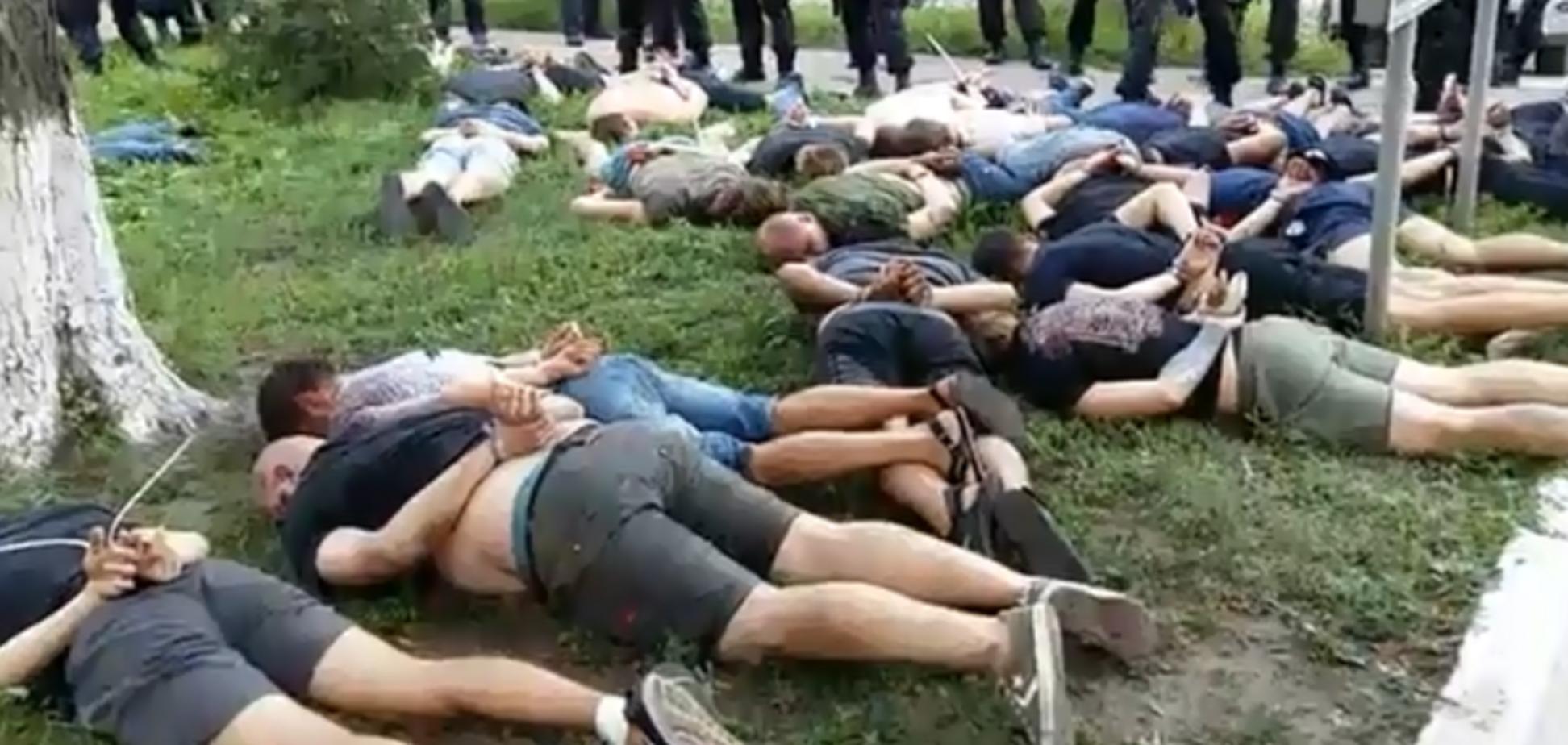 В горсовете на Сумщине произошла массовая драка: опубликовано жесткое видео