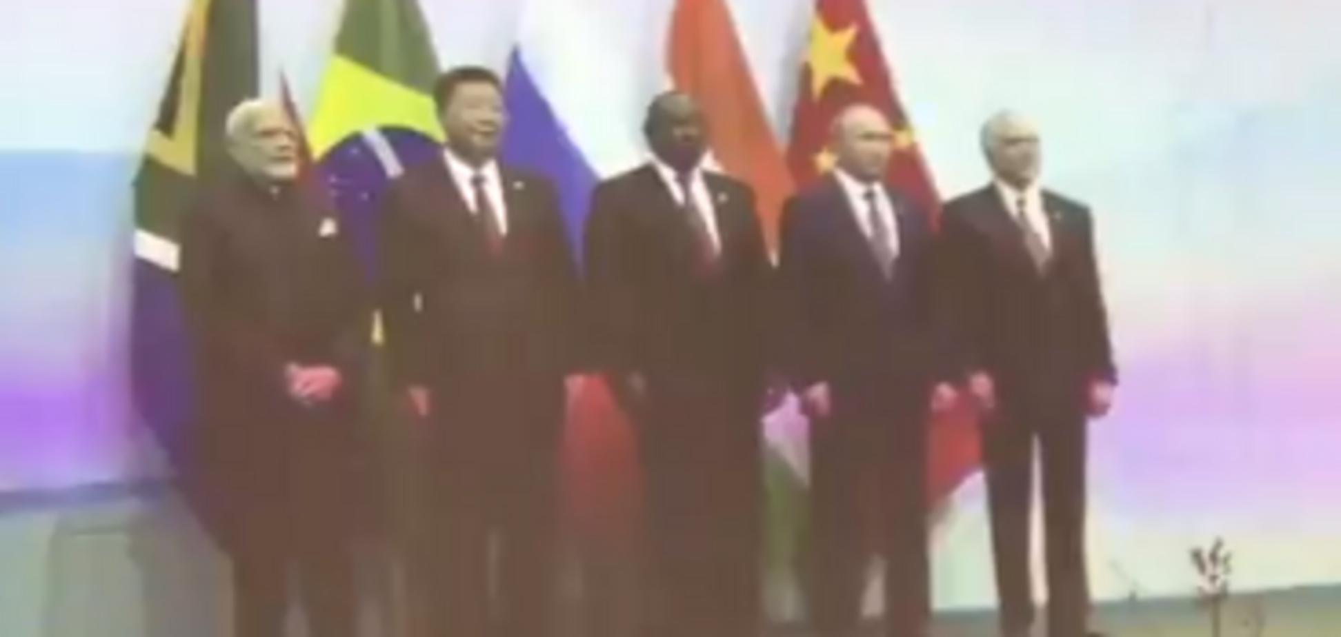 Путін не знайшов прапора Росії: відео епічного фейлу