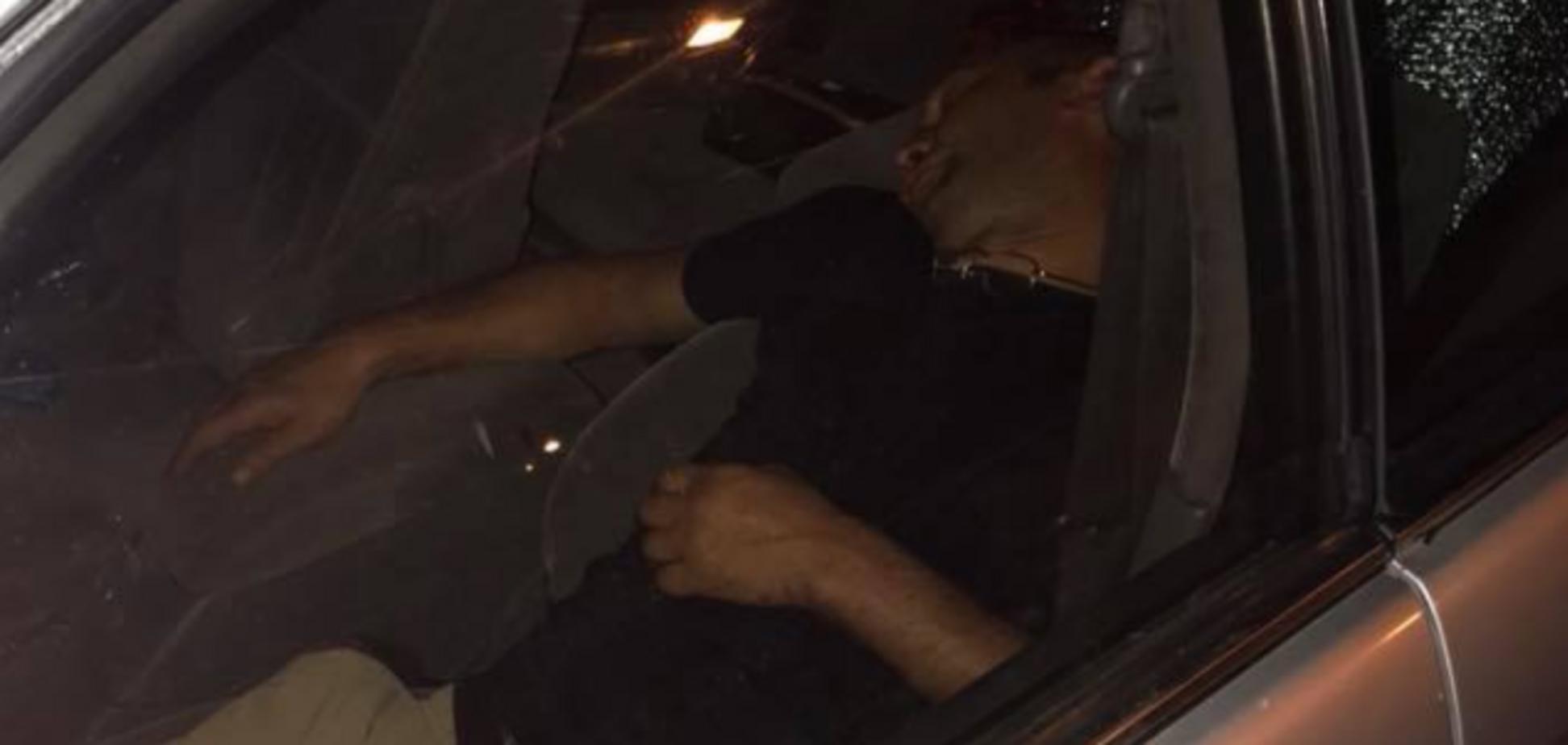 Cплячий у машині злодій