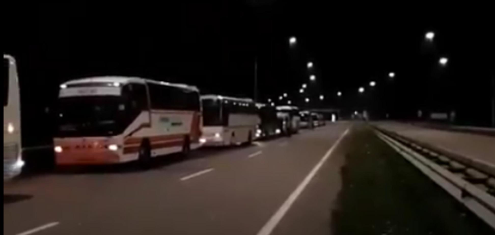 Хресна хода УПЦ МП: поліція почала зупиняти автобуси 'прочан'