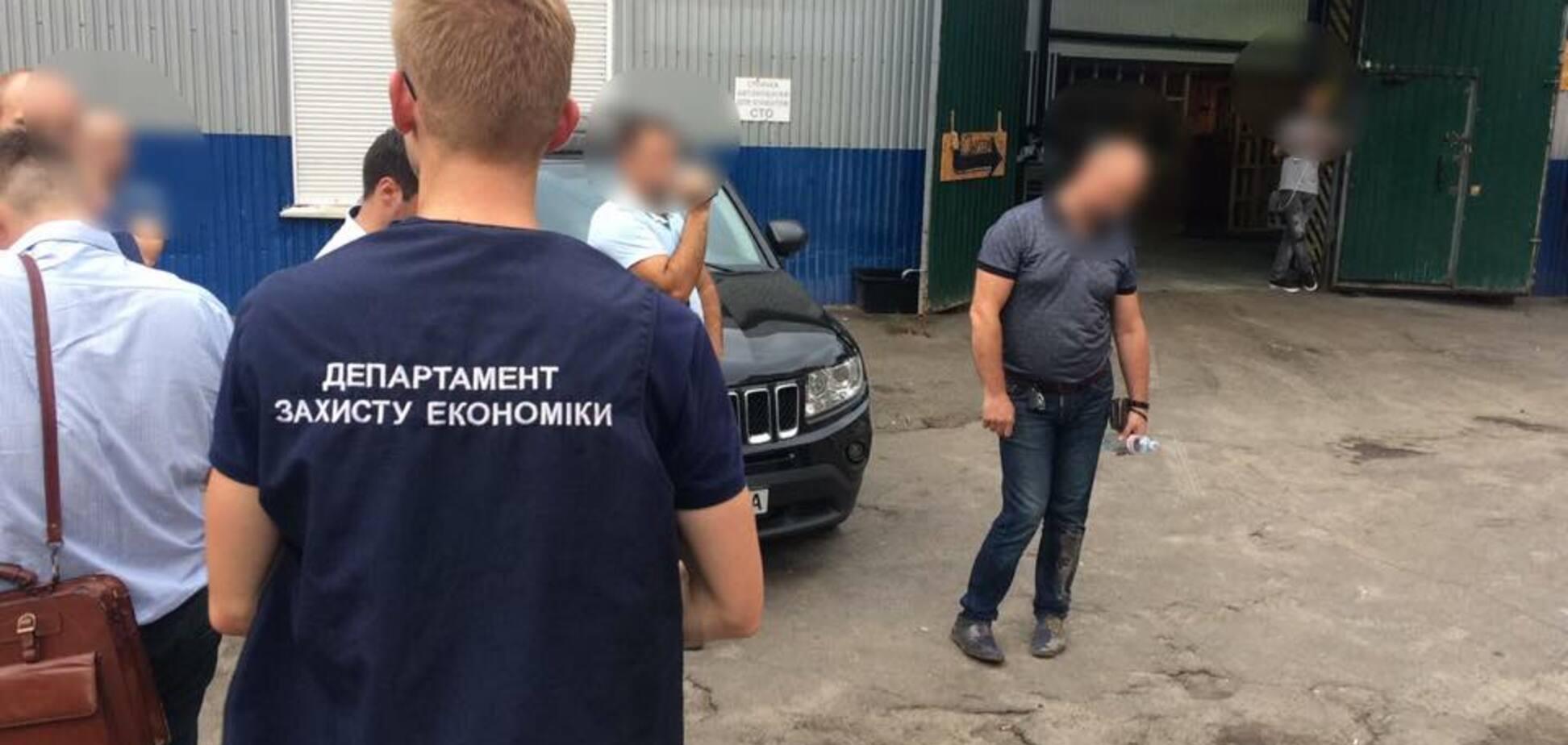 Не відкупився: 'шишка' Київської митниці попався на подвійній корупції