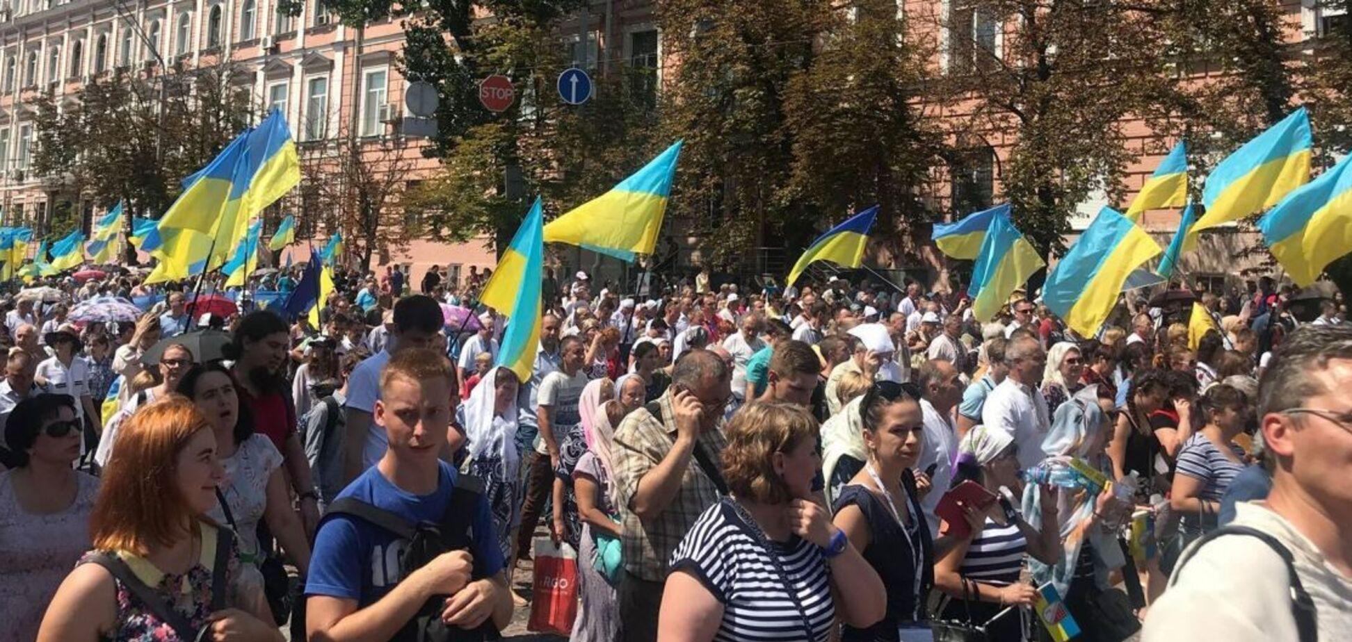 Хресна хода в Києві: УПЦ КП зібрала в рази більше людей, ніж МП