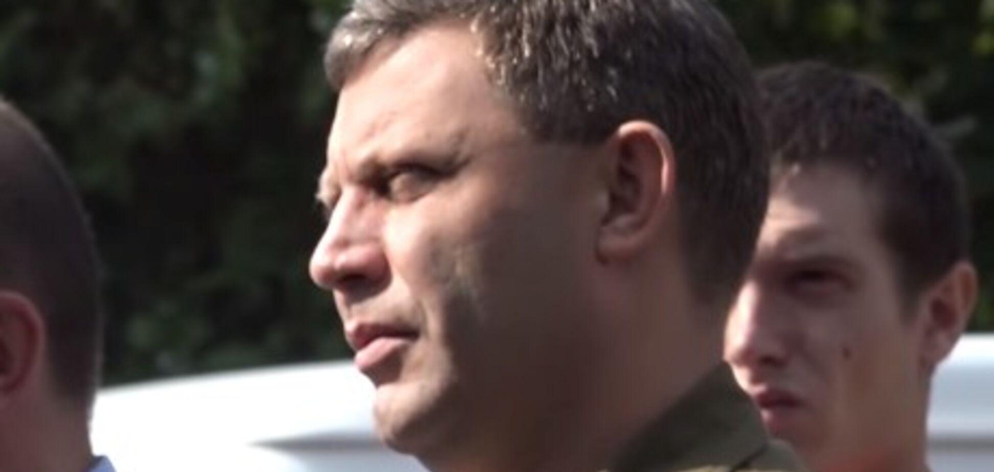 Куля в зад: Захарченко вперше з'явився на публіці після 'поранення'