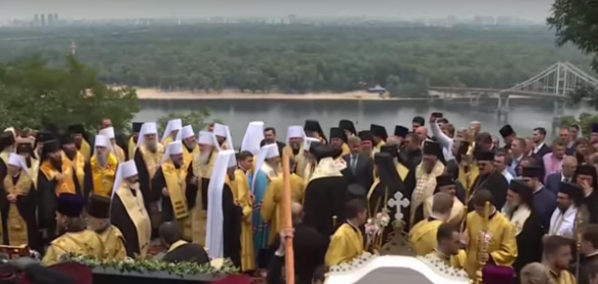 'Воювати за Україну - гріх': на Хресній ході УПЦ МП розповіли про 'божу війну' на Донбасі