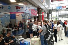 Сотні українців застрягли в аеропортах: туроператор сказав, як це компенсує