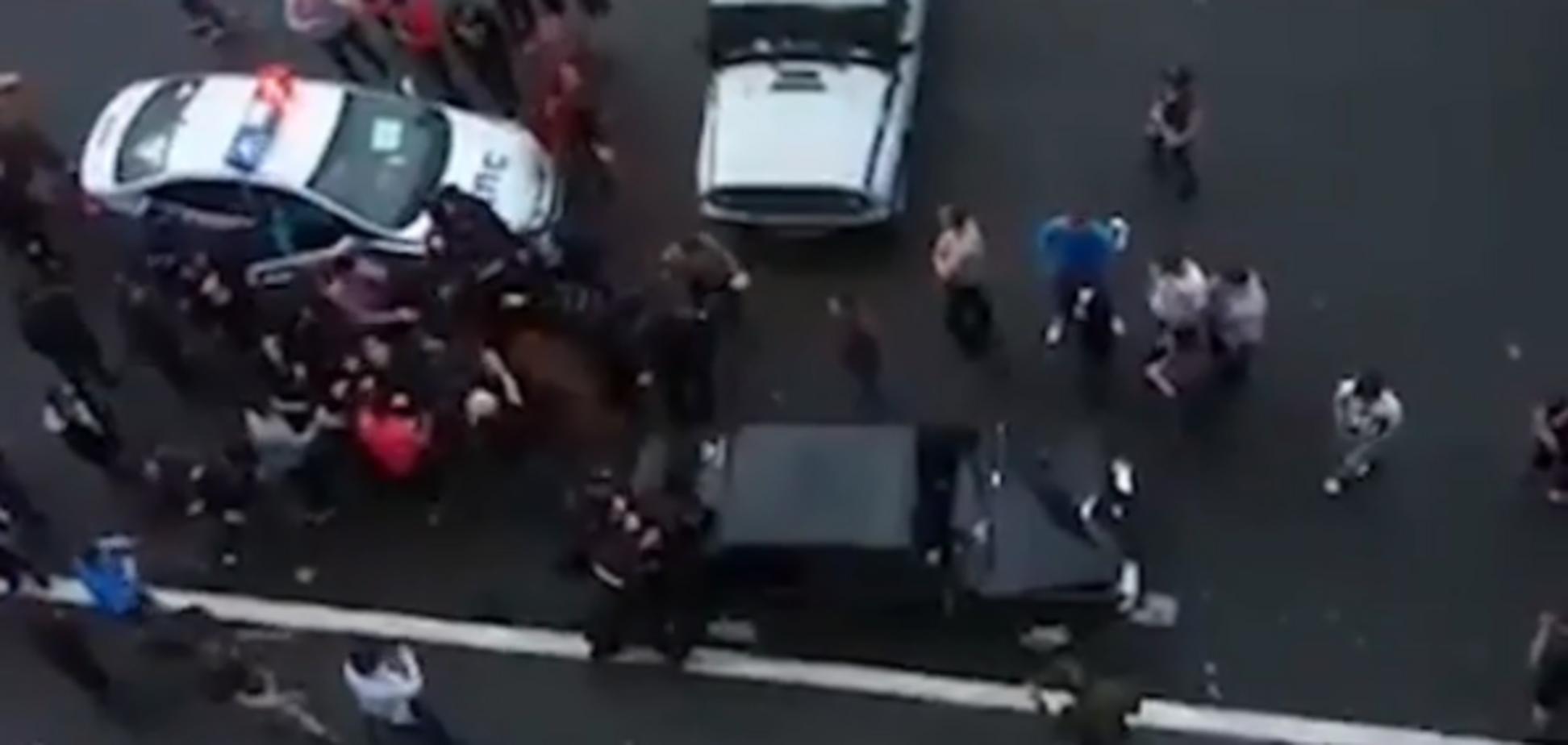 У Росії влаштували масове побоїще через ДТП: момент потрапив на відео