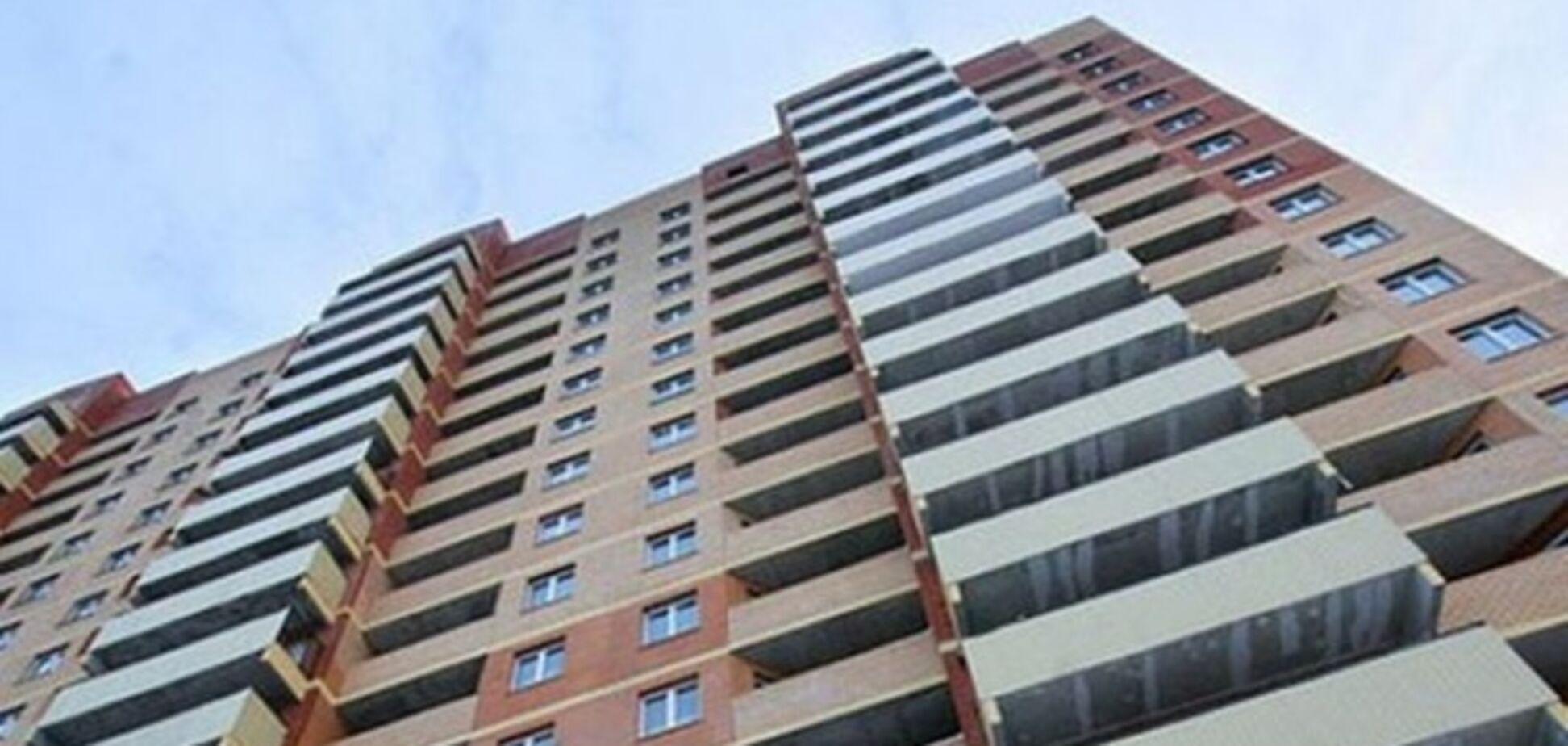Трагедія в Києві: чоловік упав із 10 поверху будівництва