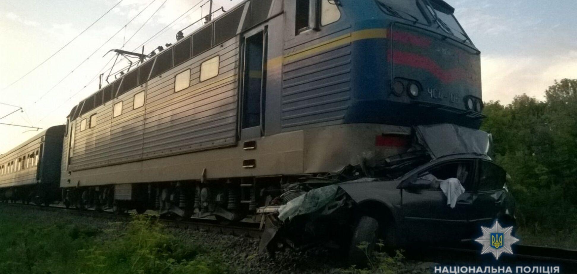 На Київщині потяг збив машину: в поліції повідомили деталі смертельної аварії