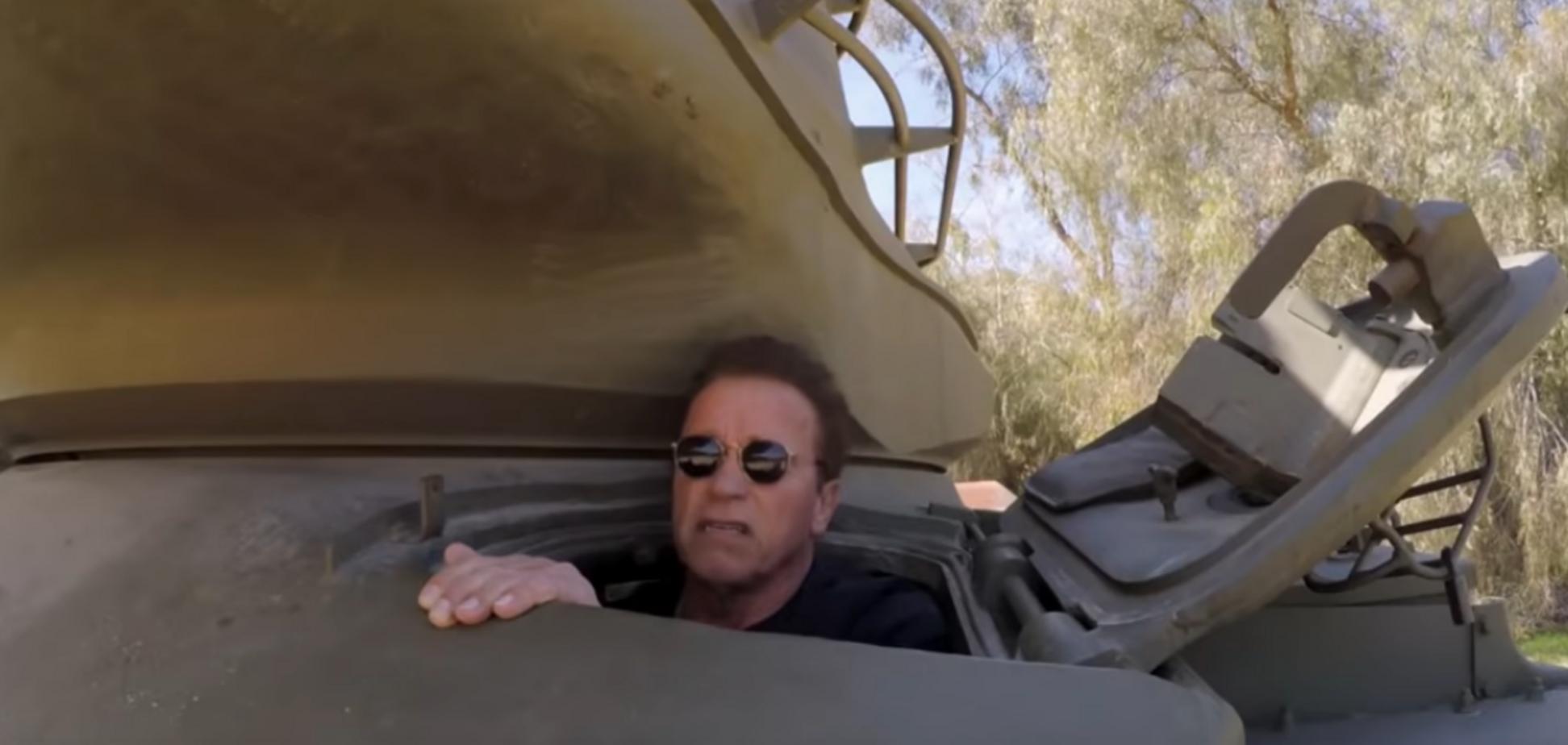 Шварценеггер розважився на особистому танку: опубліковане епічне відео