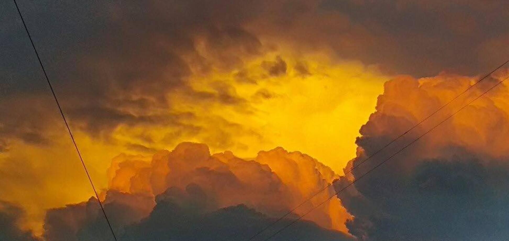 Похоже на конец света: в сети показали пугающие кадры бури в Тернополе