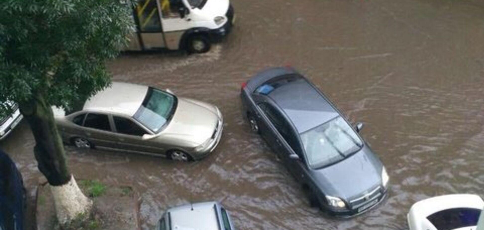 Львов залило дождем: появились фото и видео, во что превратился город