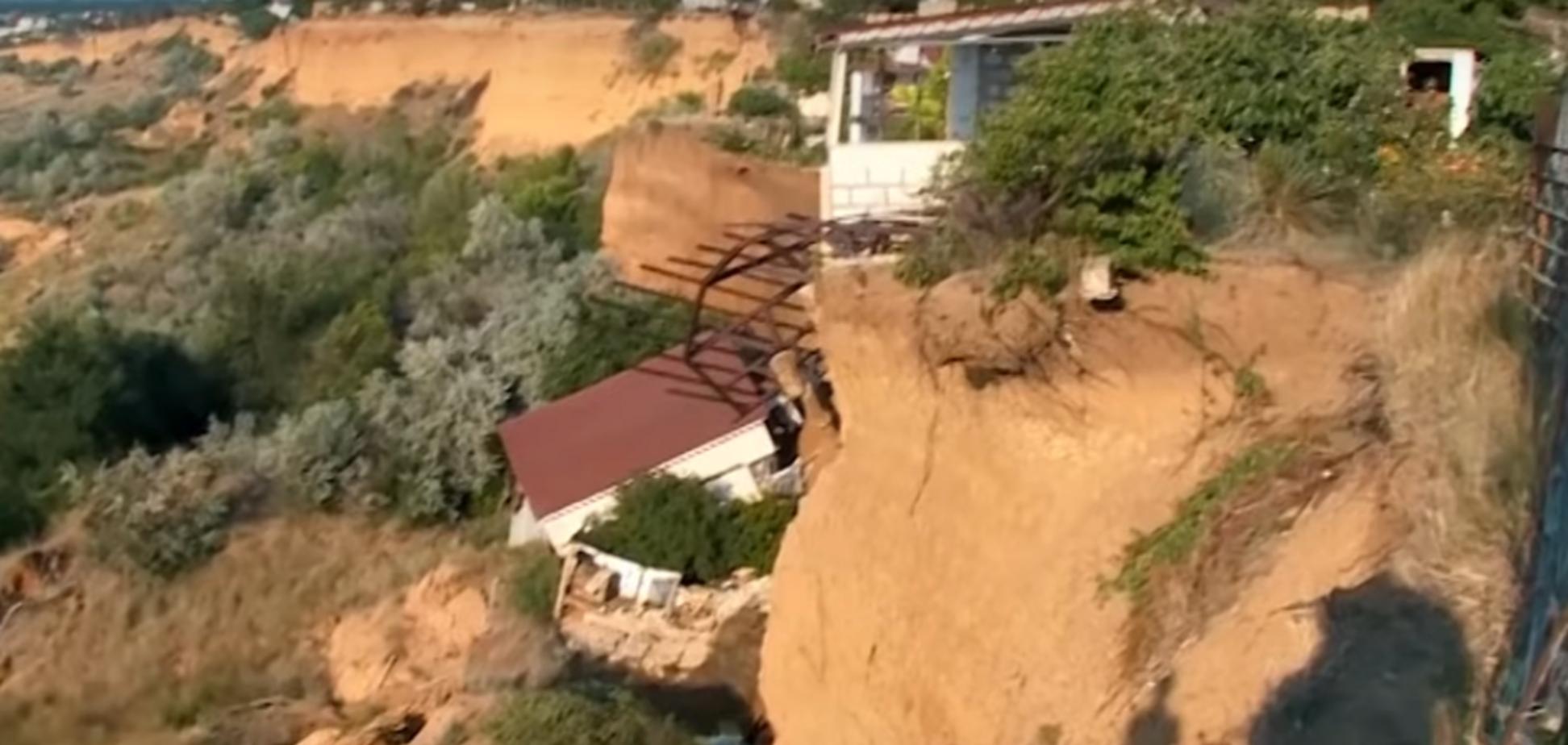 'Природа змиває л*йно': у Криму впав у море будинок москвички. Опубліковано відео