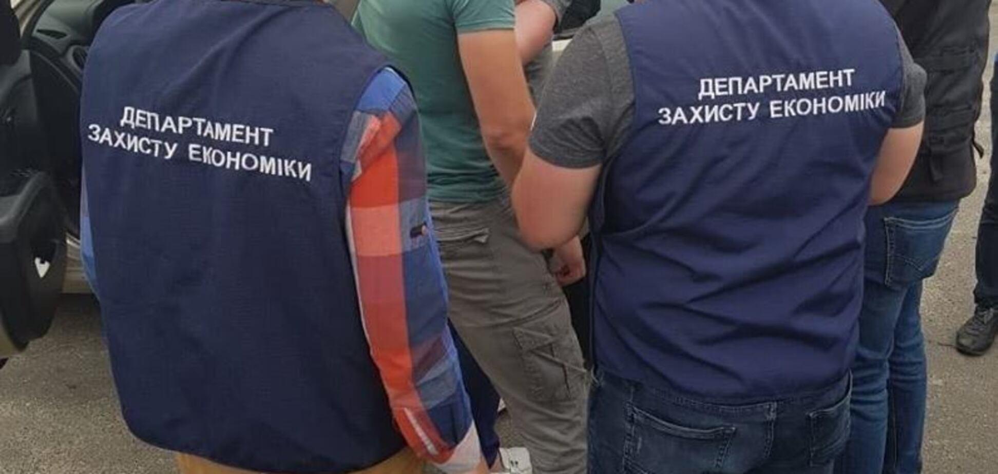 Требовал миллион: под Киевом 'на горячем' поймали депутата