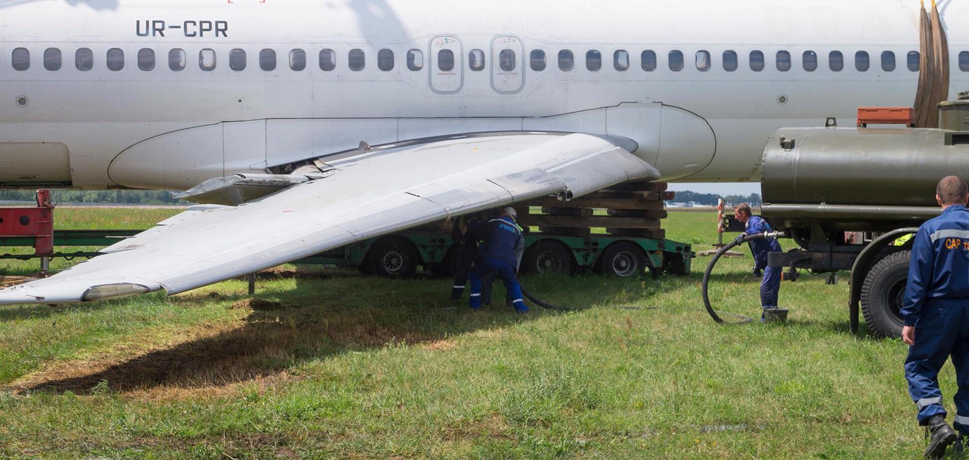 Едва не разбился при посадке: в 'Жулянах' показали, что сделали с 27-летним горе-самолетом