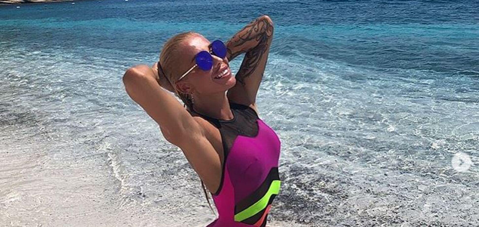 Українська ведуча похвалилася сексуальною фігурою в купальнику