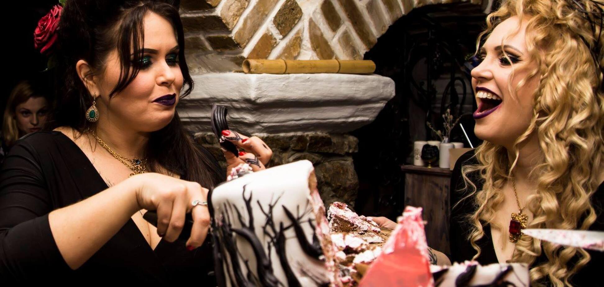'Ходила по подсобным помещениям и услышала вой', - киевские ведьмы о работе в мистическом месте