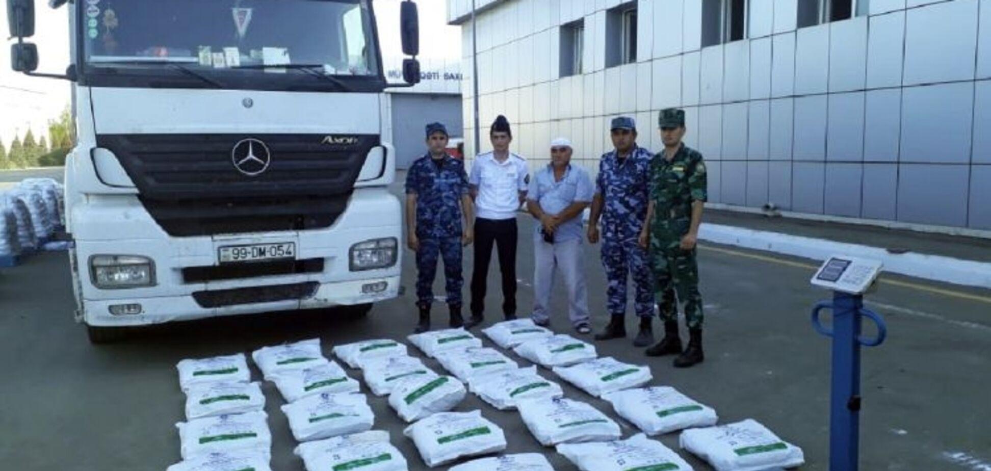 В Азербайджане перехватили фуру с наркотиками для Украины: таможенники выложили фото