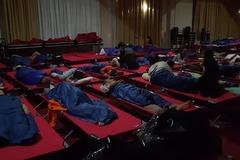 'Как беженцы!' Украинцев заставили спать в аэропорту одной из стран ЕС
