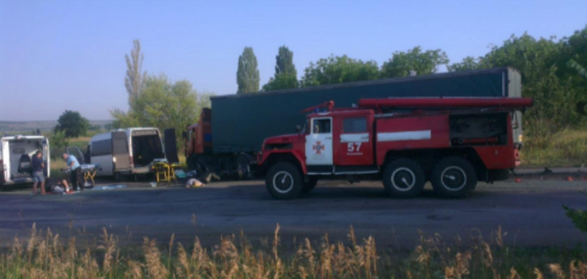 Пассажиров вырезали: на Днепропетровщине случилось смертельное ДТП с фурой и автобусом