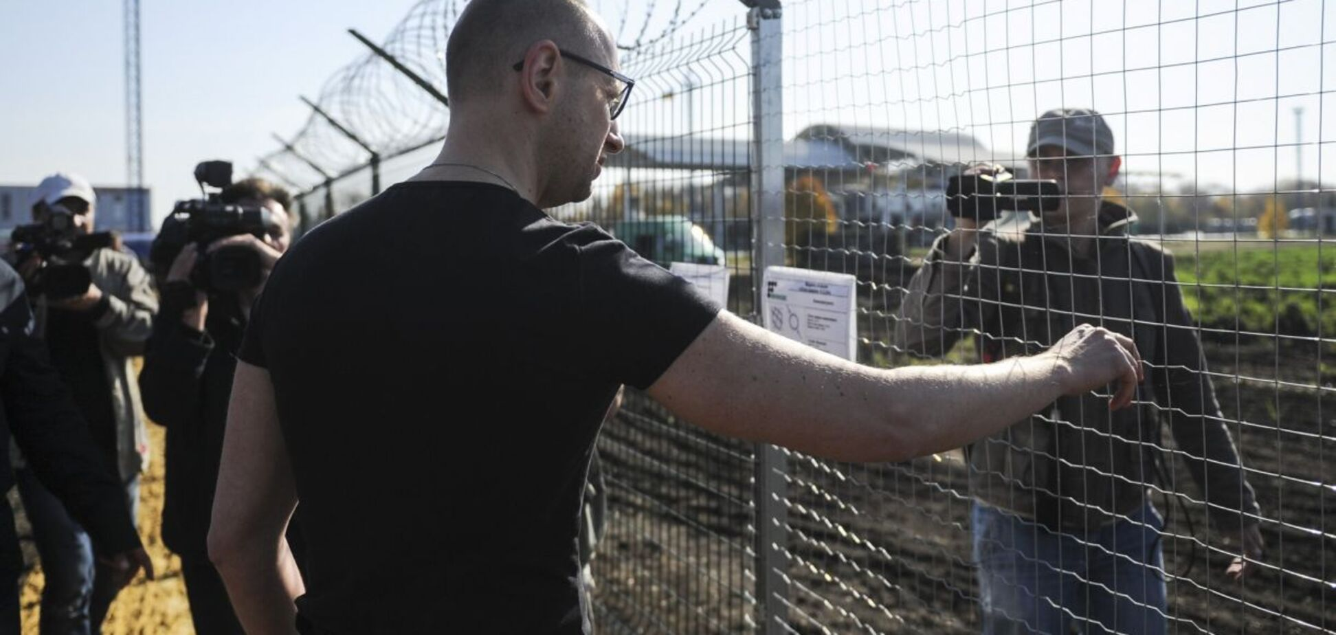 Діра в 'Стіні' Яценюка: розкрилися дані про ще одного 'непоміченого' фігуранта
