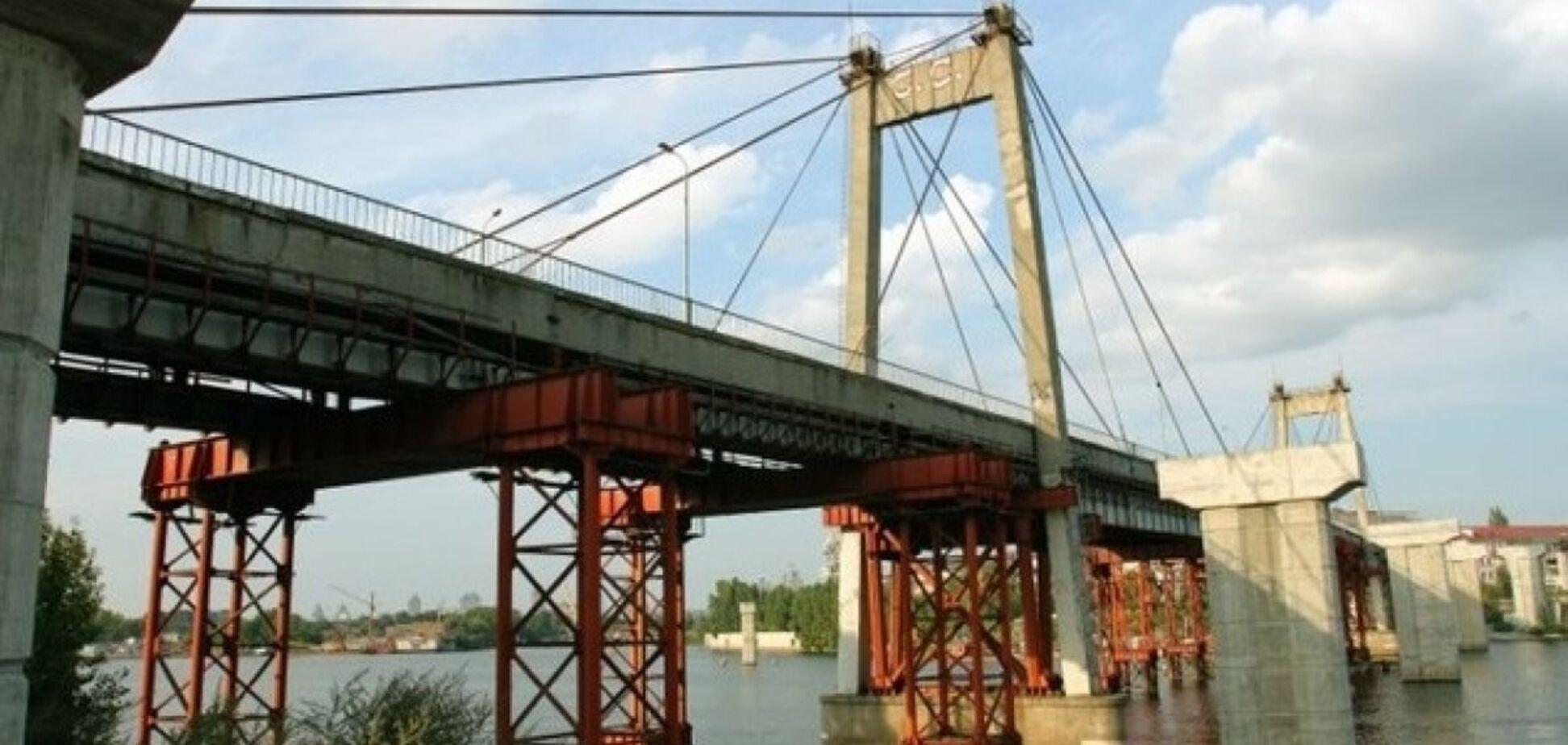 В Киеве с Рыбальского моста прыгнул мужчина