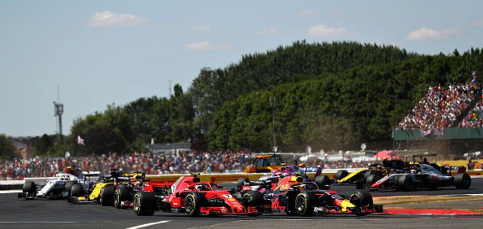 Гран-при Формулы-1 завершился невероятной борьбой на последних кругах