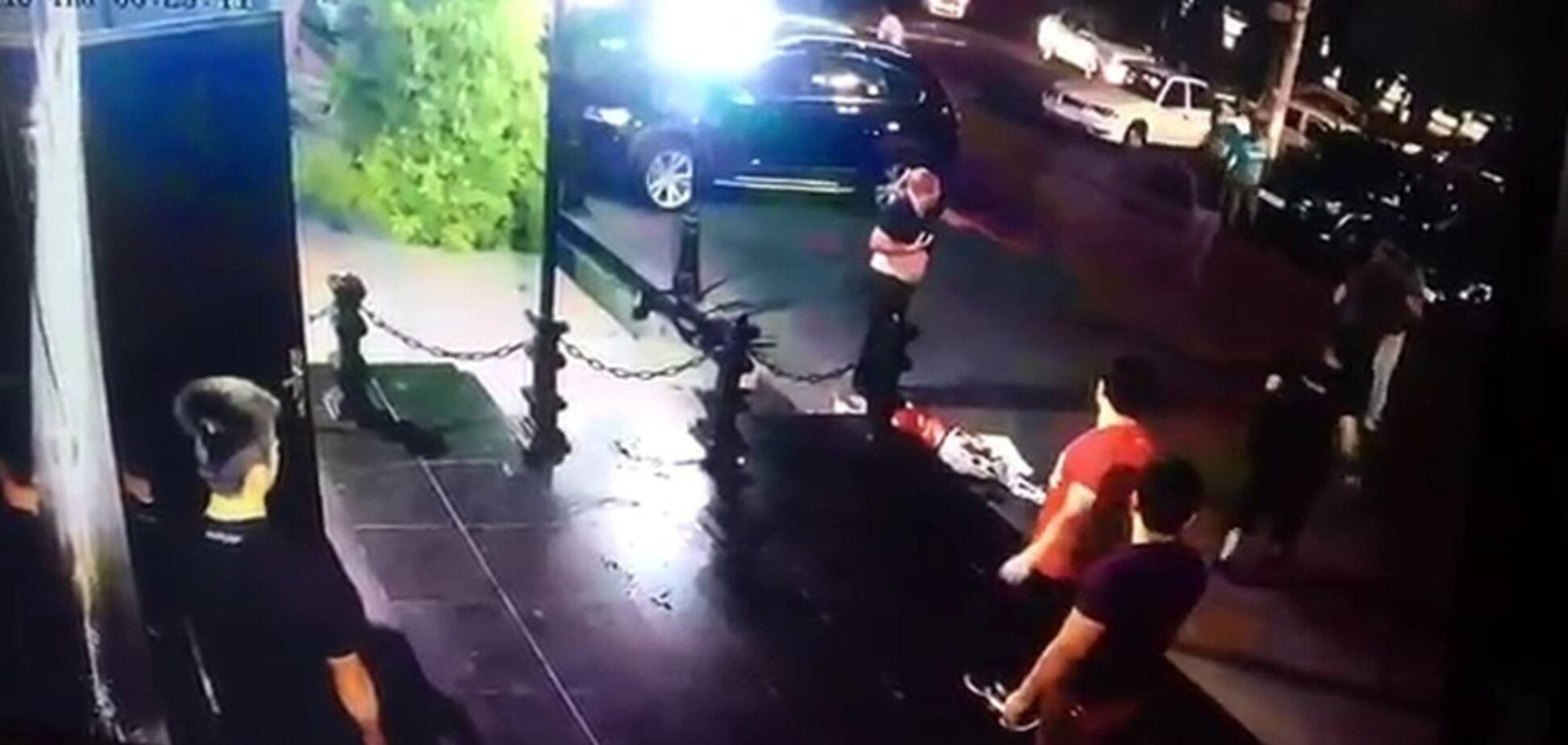 Охранник ночного клуба зарезал чемпиона ММА