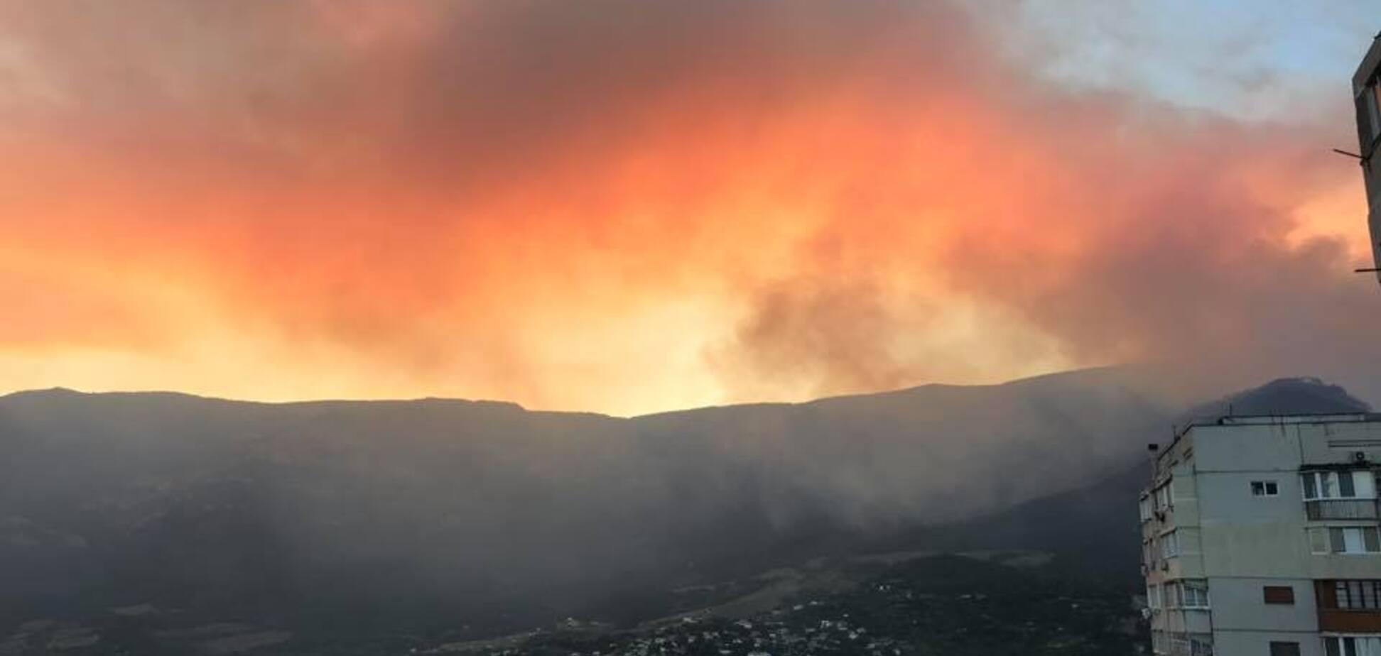 Справжнє пекло: у Криму небезпечно збільшилися масштаби пожежі