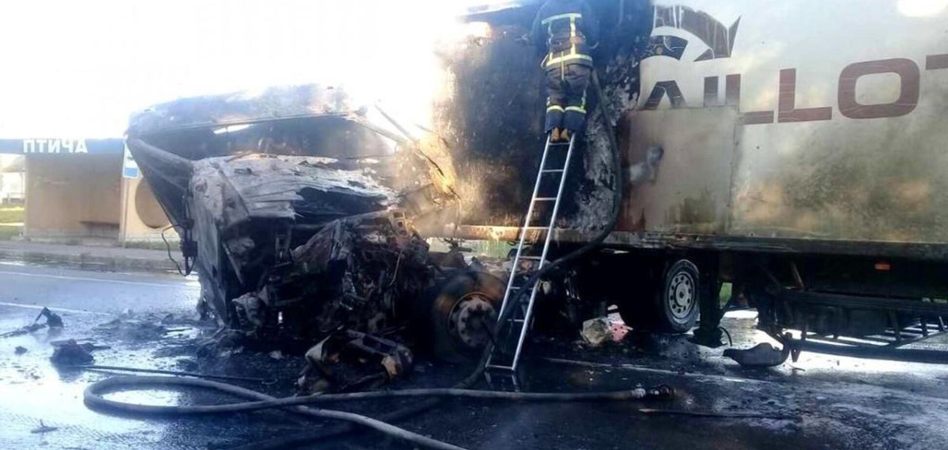 Згорів живцем: під Рівним сталася страшна ДТП з вантажівкою. З'явилися фото і відео