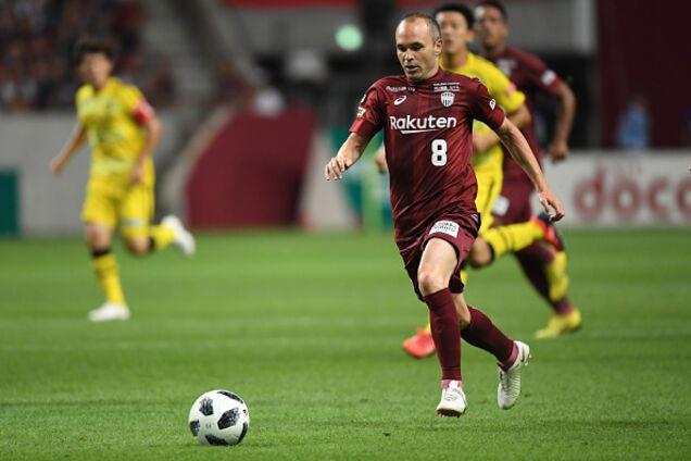 Іньєста забив дебютний гол-шедевр в Японії, повторивши геніальний трюк Беркампа