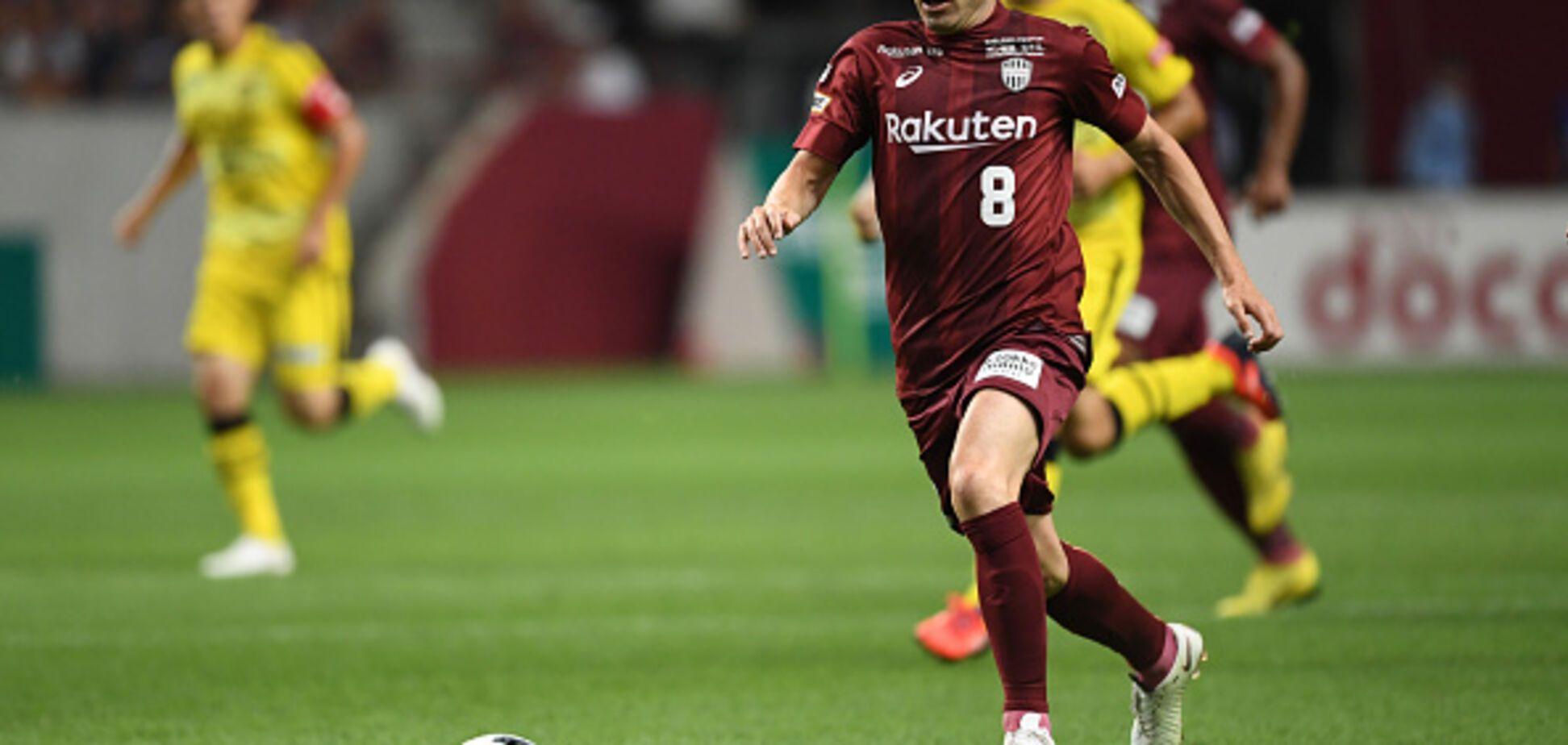Иньеста забил дебютный гол-шедевр в Японии, повторив гениальный трюк Беркампа
