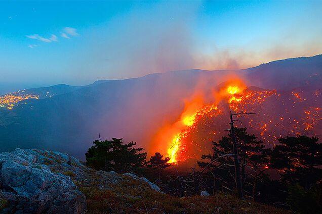 Масштабна пожежа в Криму: стало відомо, що діється на півострові