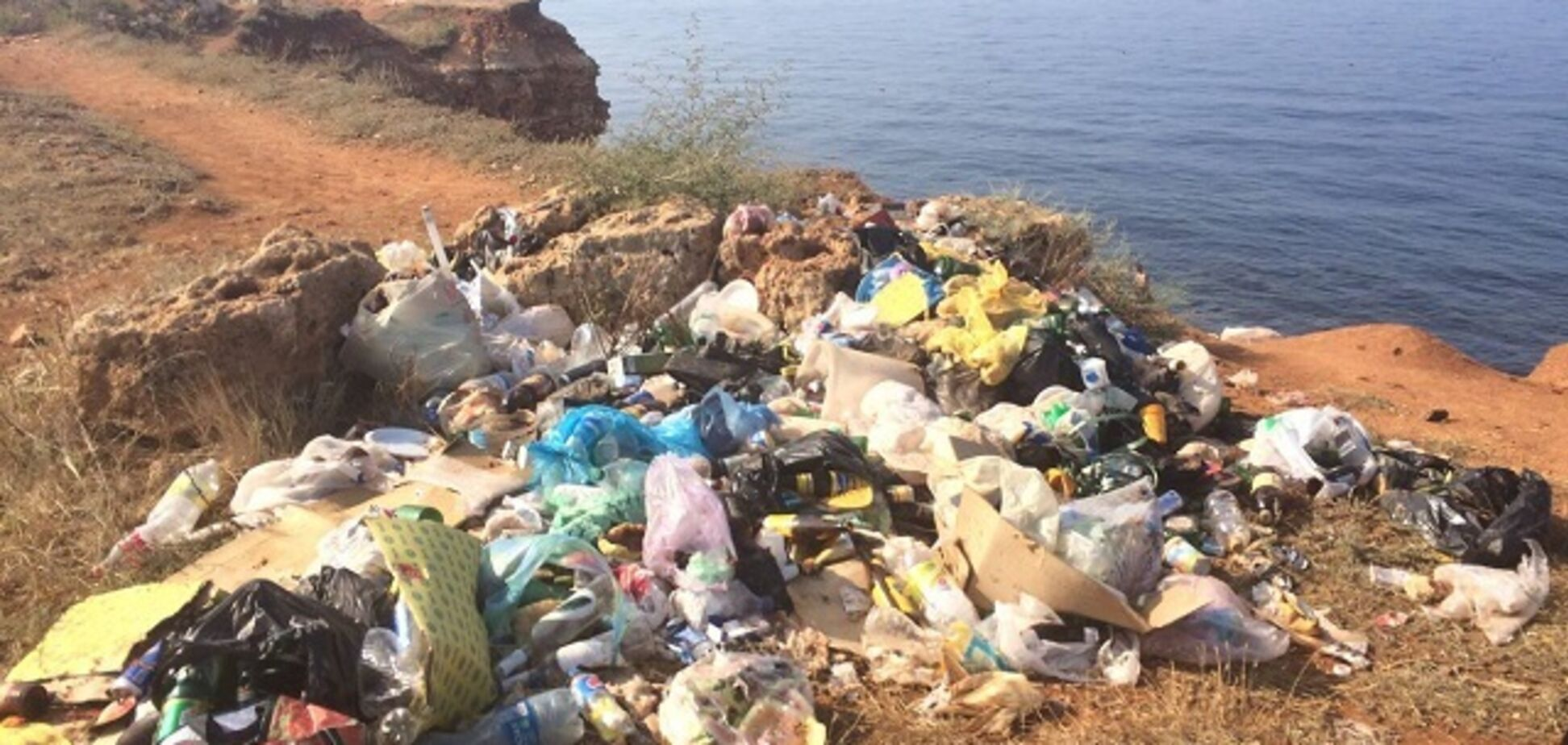 Крупный город в Крыму превращается в мусорную свалку: видеодоказательство