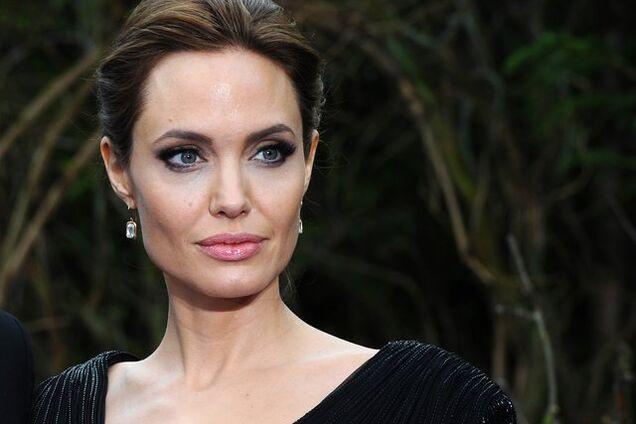 Анджеліна Джолі потрапила до психіатричної клініки