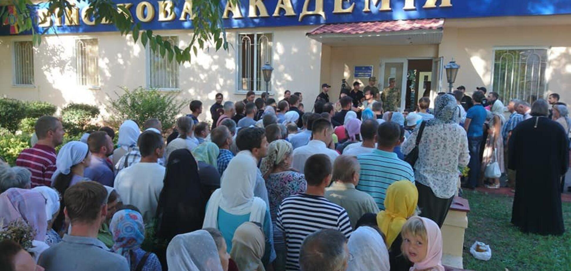 Священики УПЦ МП влаштували провокацію на військовому об'єкті України: що відбулося