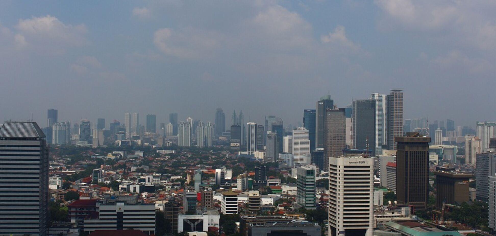 Величезна столиця в Азії зникає під водою: фото міста, що гине