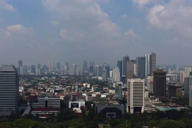 Огромная столица в Азии уходит под воду: фото гибнущего города