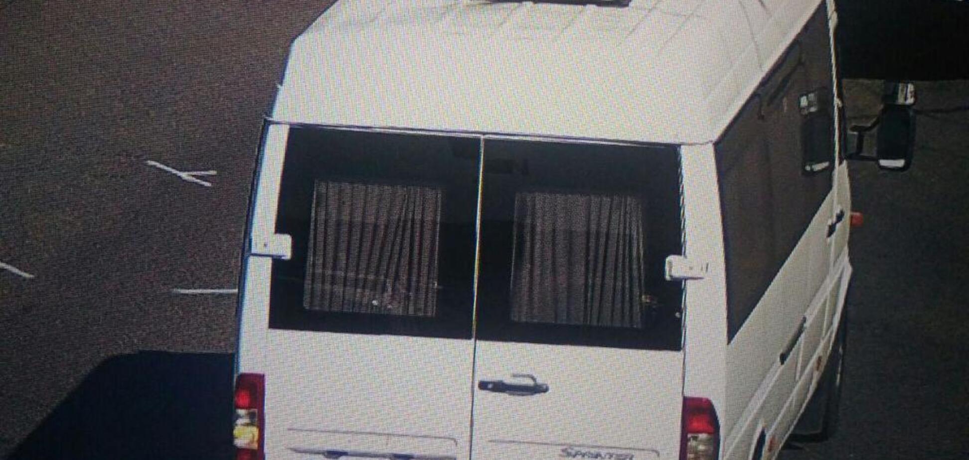 В Киеве неизвестные открыли стрельбу и скрылись на авто: появились первые фото
