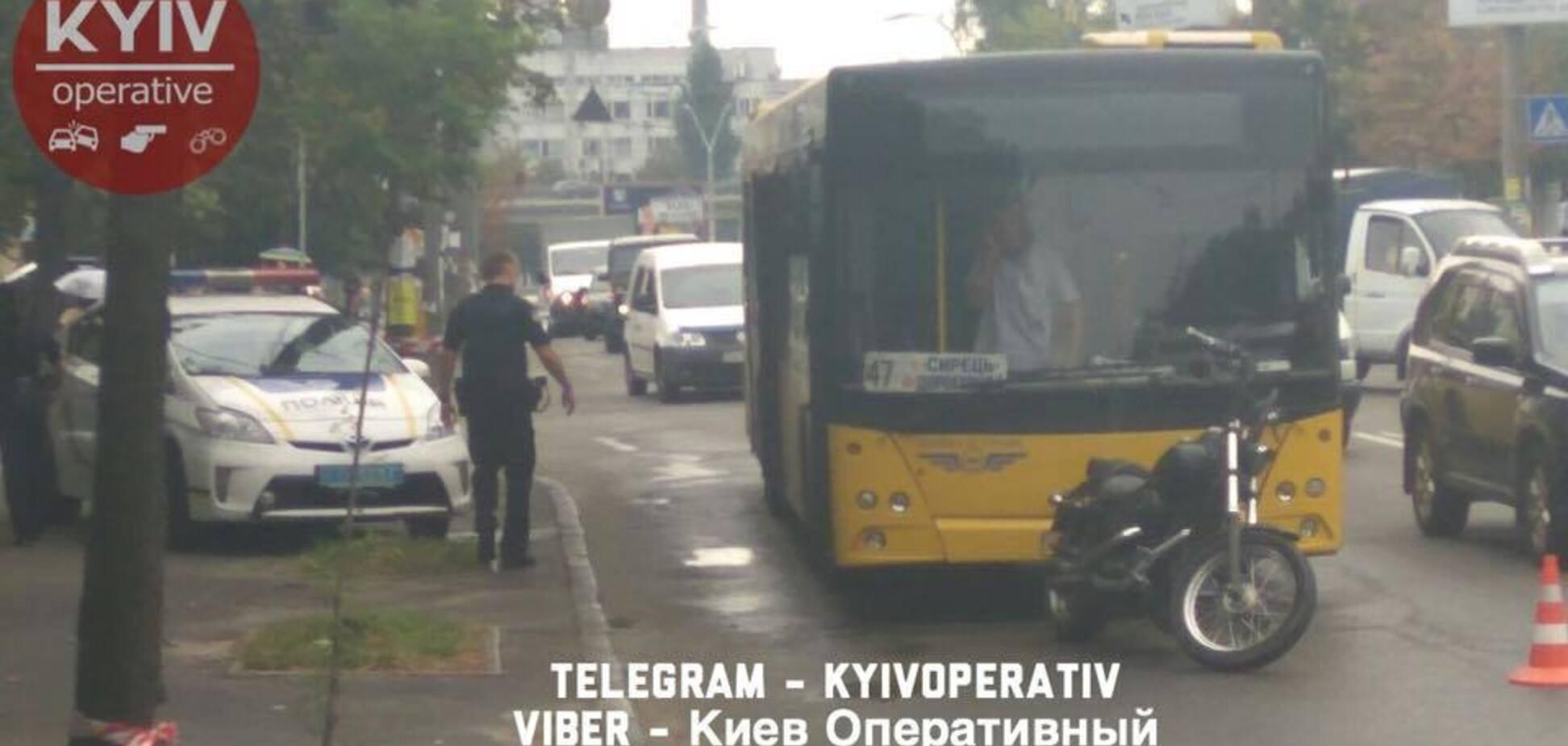У Києві посеред дороги зчинилася стрілянина: з'явилися перші фото