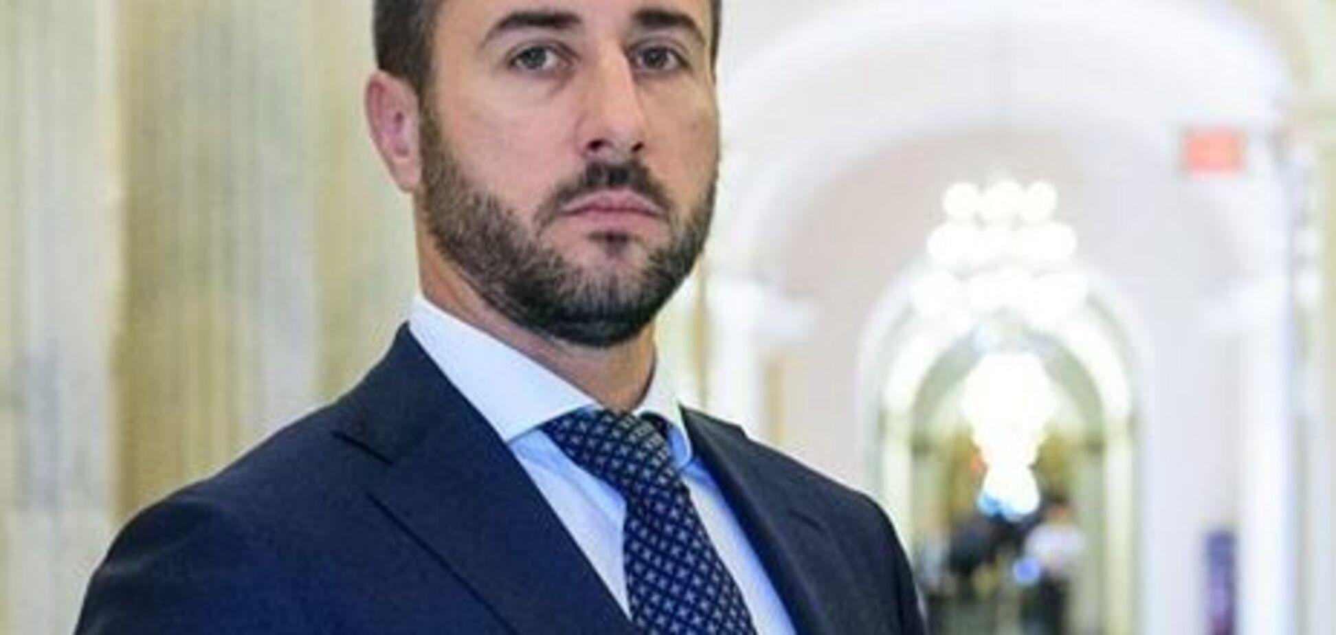 Народный депутат обещает защищать интересы дочери, которую ему не дают видеть 5 лет
