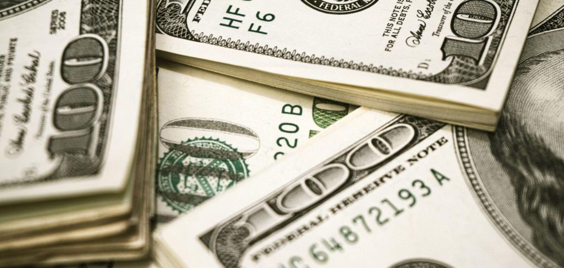 Миллионы исчезают, а бумажки меняют на гривни: главные схемы отмывания средств в Украине