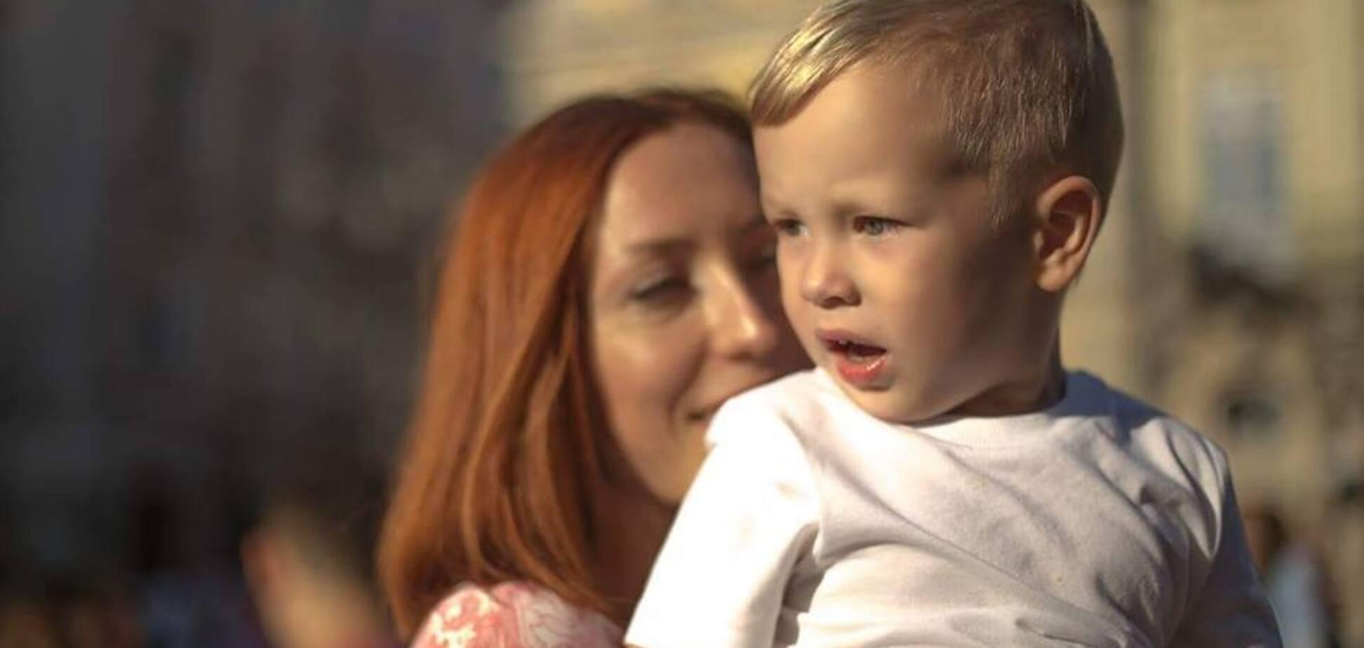 Дитина проходить всі стадії страждання - від страху до повної зневіри