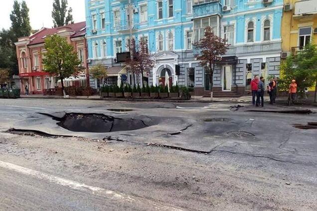 В центре Киева провалился асфальт