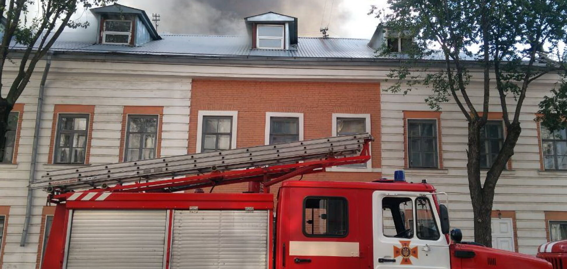 В Харькове загорелась инженерно-педагогическая академия: опубликованы фото