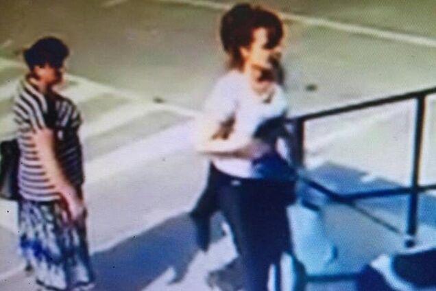 Женщины, укравшие собаку, попали на запись камер наблюдения