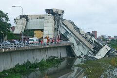 Трагедия в Генуе: полиция показала видео обрушения моста