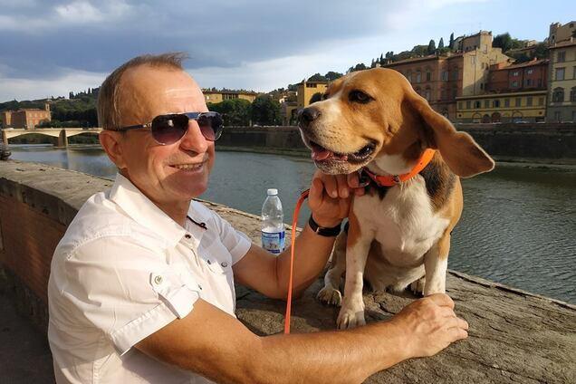 Обаятельный житель Флоренции и его бигль