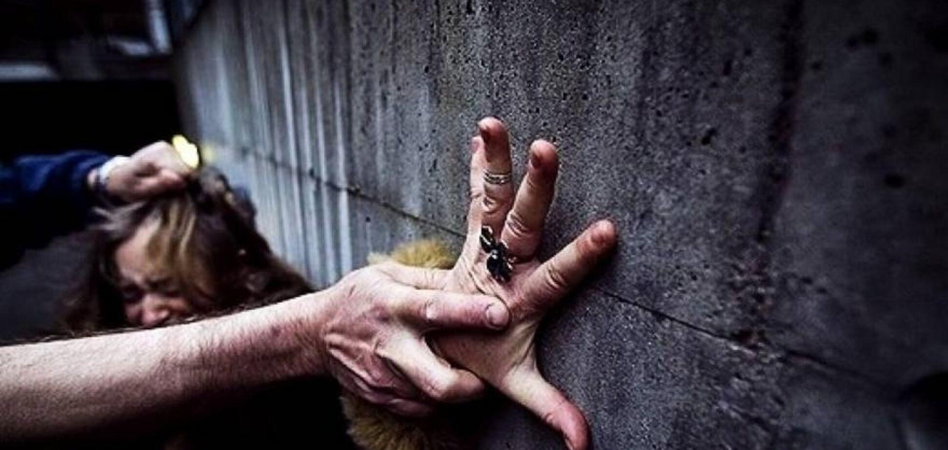 Изнасиловал и выбросил в колодец: на популярном украинском курорте произошло ЧП