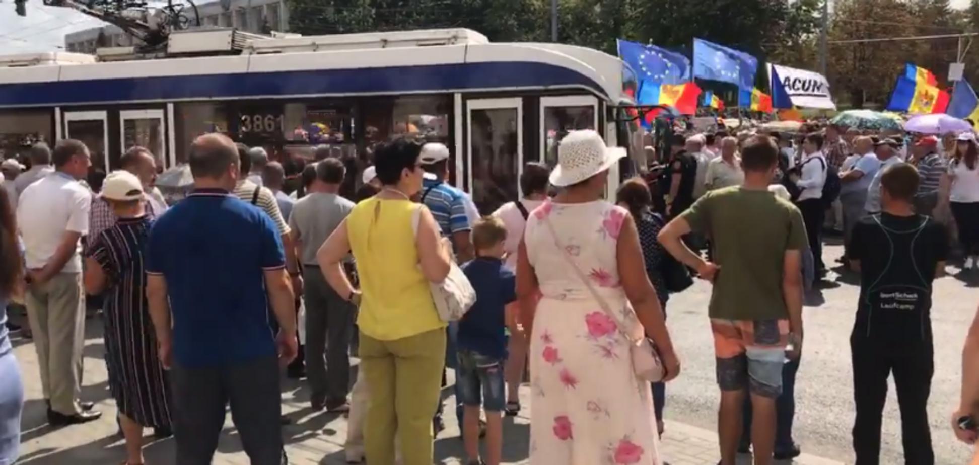''Долой мафию!'' Молдову охватили массовые протесты против власти